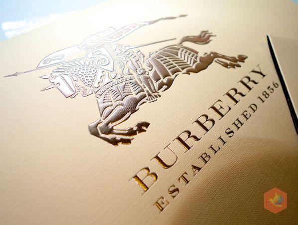 """6 bài học """"đắt giá"""" trong chiến lược đổi thương hiệu của Burberry 1"""